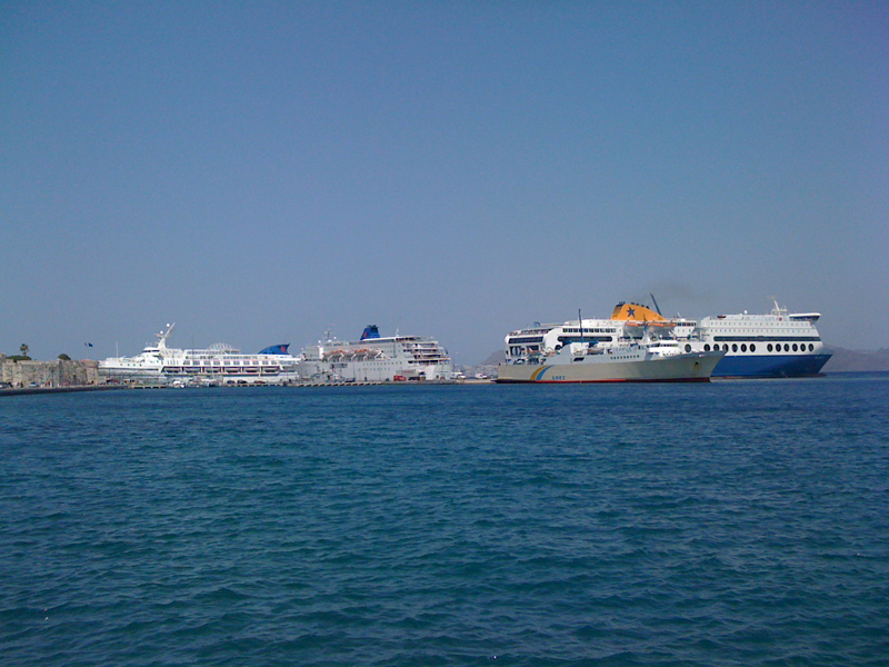 multiple ships simultaneous service